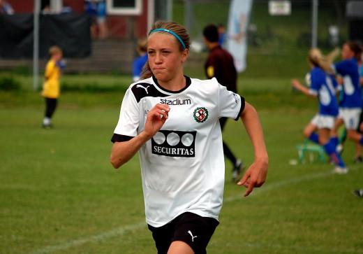 Med två spelmål bidrog Freja Olofsson i hög grad till ÖSK Söders avancemang i DM.