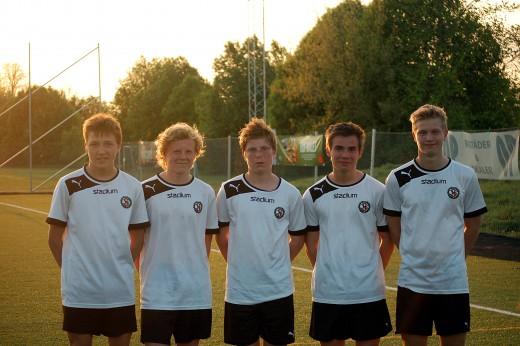 Fem nöjda målskyttar efter segern mot Karlslund: Hampus Lind, Tobias Söderman, Konrad Gustafsson, Emil Helander och TIm Bergström.