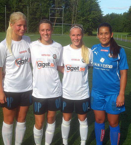 ÖSK Söders målskyttar mot Fanna BK: Emma Tivemo, Freja Olofsson och Sara Sandberg tillammans med Mimmi Paulsson-Febo som såg till att ÖSKs baklängesnolla förblev intakt.