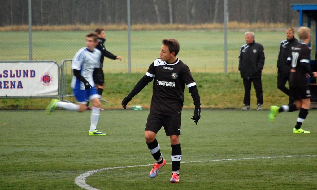 Snabba Marcus Karlsson låg bakom både ÖSKs första och tredje mål.