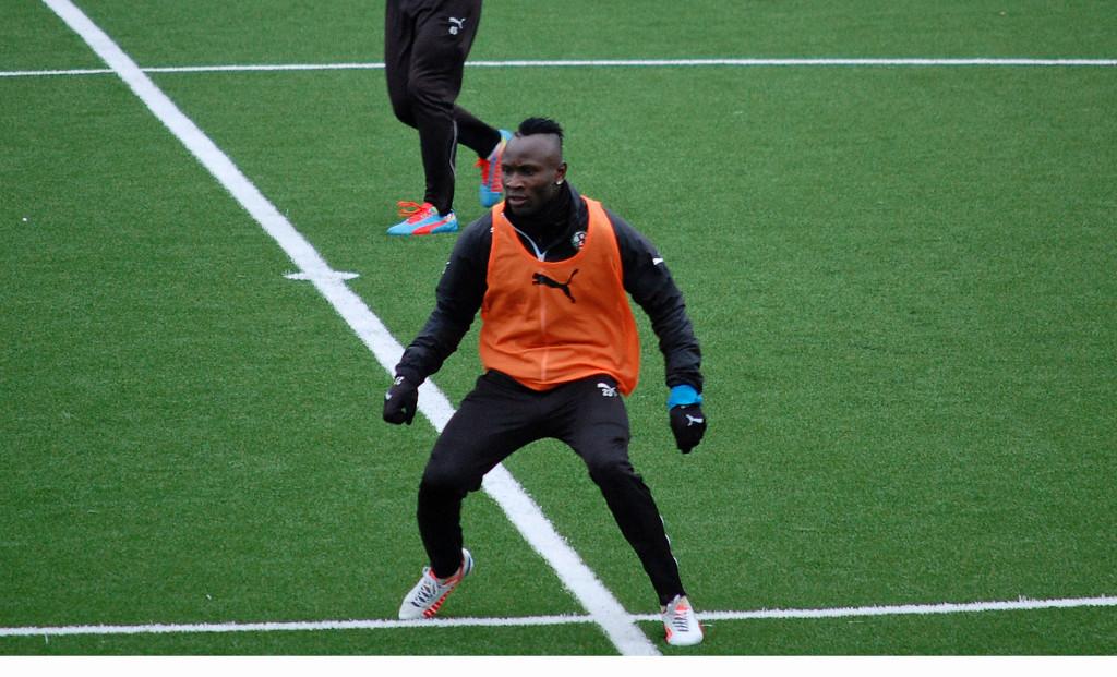 Det går framåt för Samuel Mensah med hans rehabilitering.