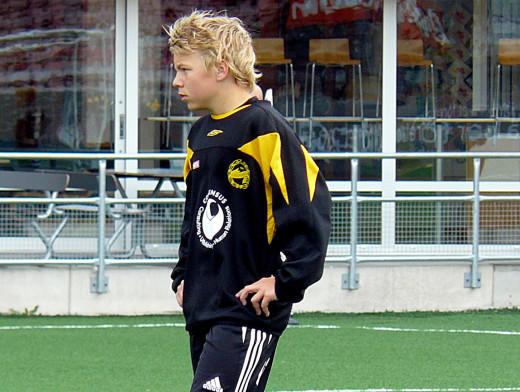Sebastian Ring i Adolfsbergs klubbdress. Bilden är tagen i juni 2009, då Sebastian deltog i Håkan Juhlins sommarproffsvecka som en av de inbjudna spelarna från andra klubbar än ÖSK.