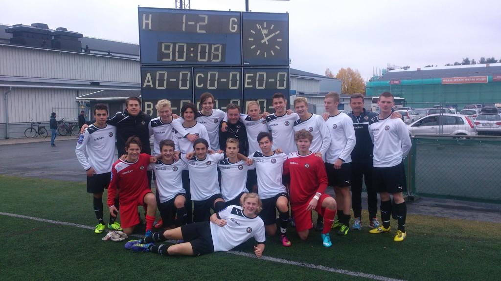 ÖSKs U17-trupp efter segern i åttondelsfinalen borta mot Umeå FC.
