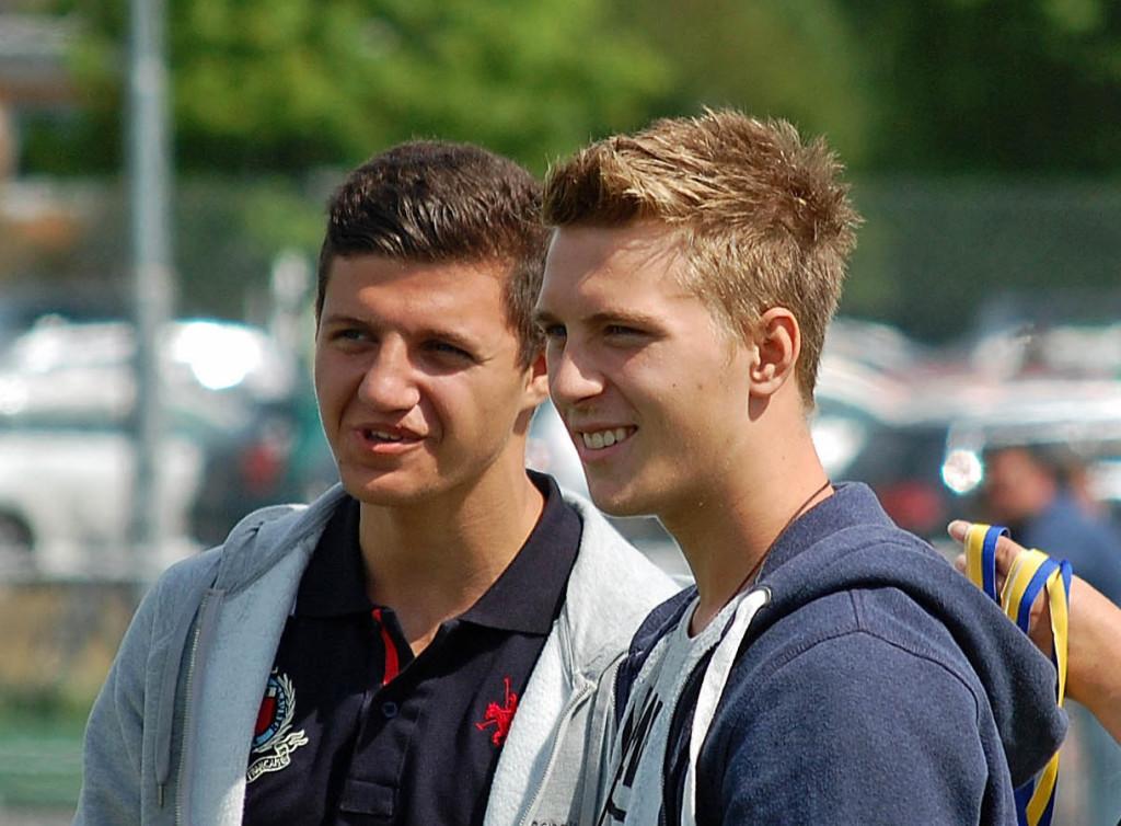 Filip Albertsson och Christer Lipovac som prisutdelare under Örebrocupen år 2013.