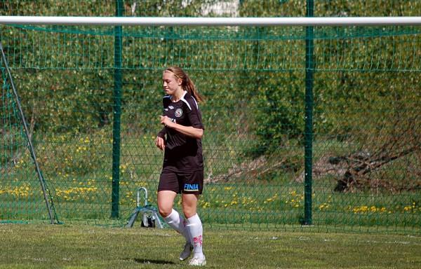Freja Olofsson, som väl gjorde den näst sista matchen för ÖSK Söder innan övergången till KIF Örebro, gjorde det viktiga kvitteringsmålet.