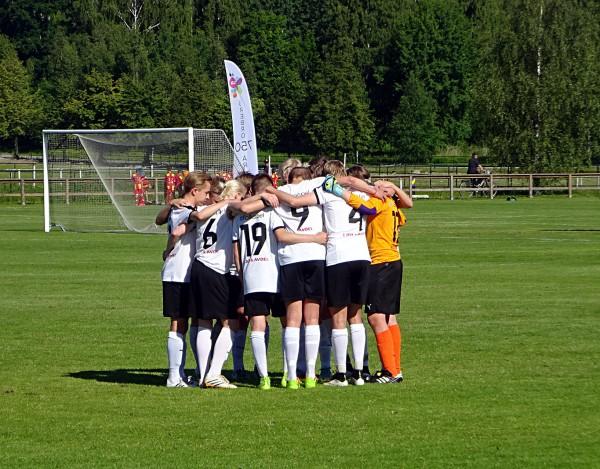 Killarna i ÖSK P15 lag 1 ltaggarupp för den första matchen.