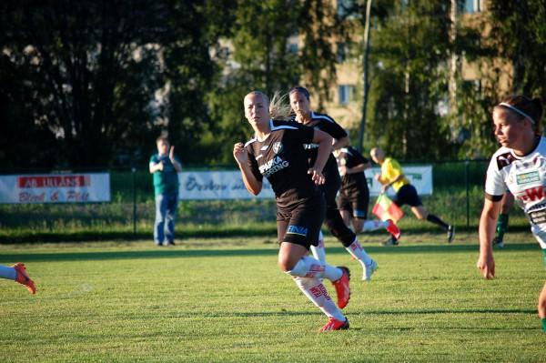 ÖSK Söders backlinje fick jobba hårt i 90 minuter mot allavenska Mallbacken.