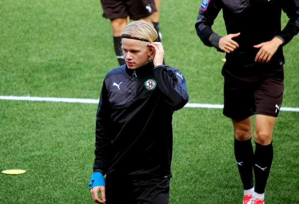 Axel Lindhal provspelar med ÖSK i U21-matchen mot Åtvidabergs FF.