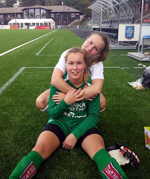 Målgörare och målvaktare: Sara Sanberg och matchens Söderlirare Ida Lindell.