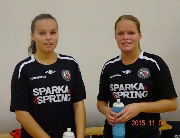 Tremålsskytten Josefine Zandén (till höger) tillsammans med syster Caroline som hade minst en framspelning.