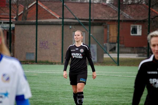 Caroline Zandén - utmärkt som mittback.