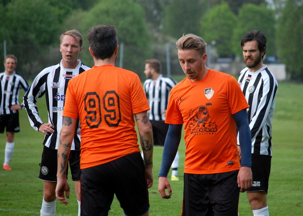 Sebastian Nyhlén - före detta talang i ny klubbdress. Till höger skymtar även något suddigt Söders tvåmålsskytt Vedran Ljuboja.