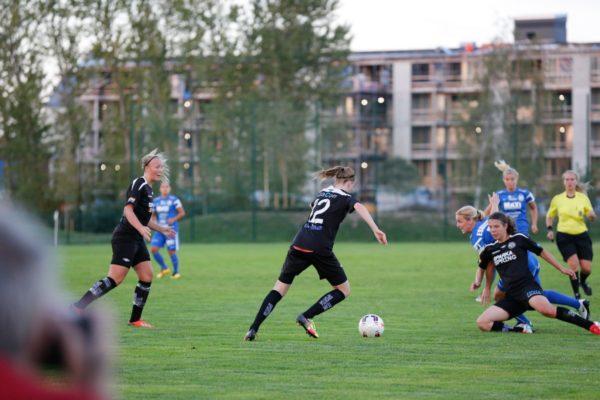 Kan man spela en 16-åring som högerback mot att allsvenskt topplag? Ja, det kan man om det är Emma Östlund.