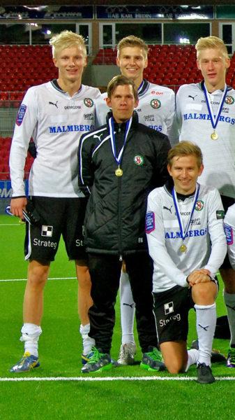 Honken med JDM-medalj från år 2013. (ÖSK - BK Forward 3-1).